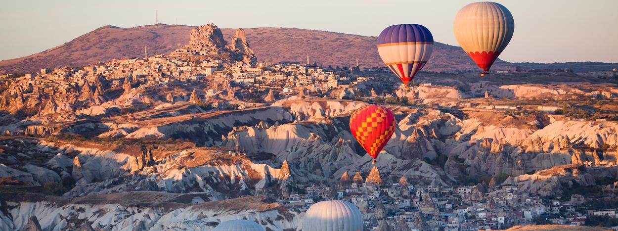 http://sultanatours.com/wp-content/uploads/2012/09/top_slide_cappadoce-turquie.jpg